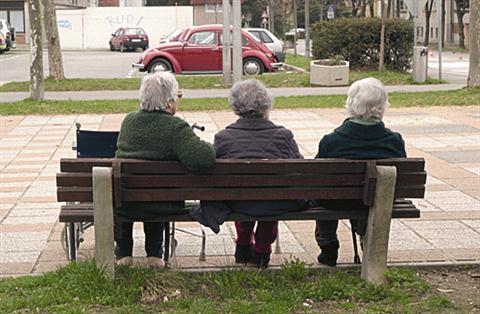 Upokojenci z nizkimi pokojninami ne bodo ostali brez rekreacijskega dodatka
