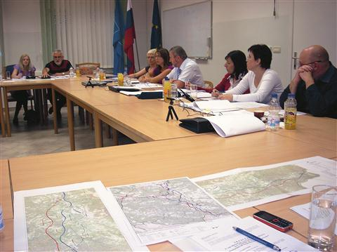 Bistriški svetniki bi avtocesto  speljali po smernici Jelšane 2, namesto izvoza pri Merečah pa za bližjo in hitrejšo pot do mestnega jedra priporočajo izhod Dobropolje