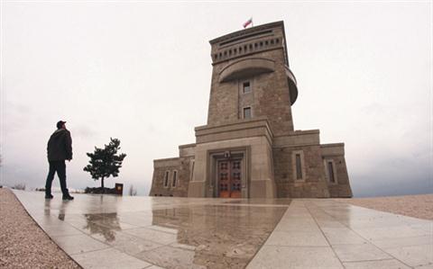 Spomenik na Cerju je dokončan, slovesno pa ga bodo pod pokroviteljstvom predsednika države Danila Türka odprli 17. septembra.
