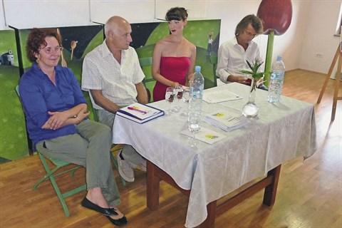 Četrto izvedbo festivala sanje v Medani so včeraj v Šmartnem predstavili (z leve) Tatjana Šundiovski Bašin (Hiša Kulture), župan Franc Mužič ter Tjaša Koprivec in Roz Zavrtanik z založbe Sanje