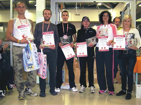 Najboljših šest, z leve: Primož Gašpirc (70 km), Boris Ivanovič (80), Uroš Sobočan (73), Jožica Šiftar (61), Marjeta Gomilšak (66), Nataša Robnik (64)