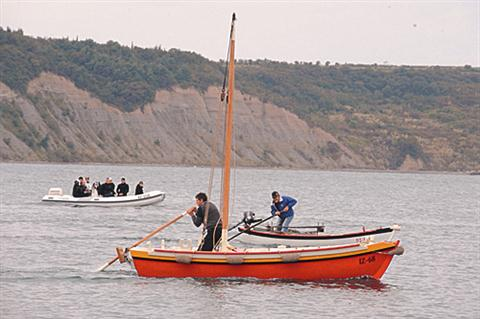 Največ zanimanja je požela mednarodna veslaška regata v starih lesenih čolnih, ki je privabila kar 120 veslačev