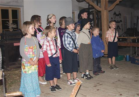 Zborček podružnične šole Ledine poje o svoji vasi
