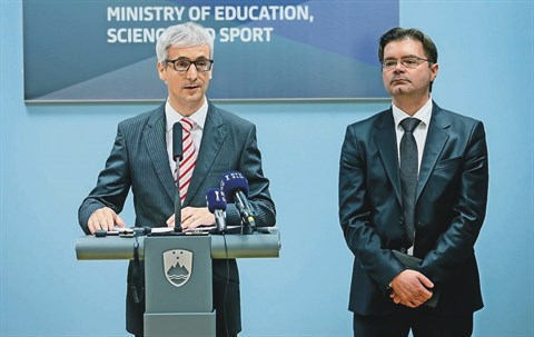 Minister Jernej Pikalo (levo) in državni sekretar Mirko Pečarič napovedujeta tudi stabilnejše financiranje visokošolskih zavodov