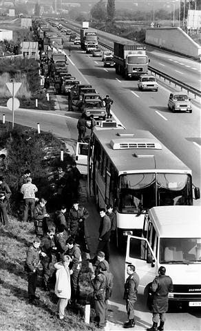 V dneh od 20. do 25. oktobra so se proti Kopru vile kolone vozil JLA