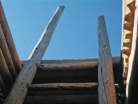Lestve, ki vodijo v notranjost kive, Pecos National Monument