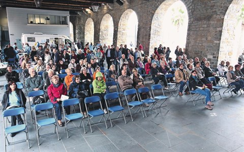 Približno 300 obiskovalcev, zlasti ostarelih, je minulo soboto pozorno sledilo nizu predavanj o  srčno-žilnih boleznih in vmes -  telovadilo
