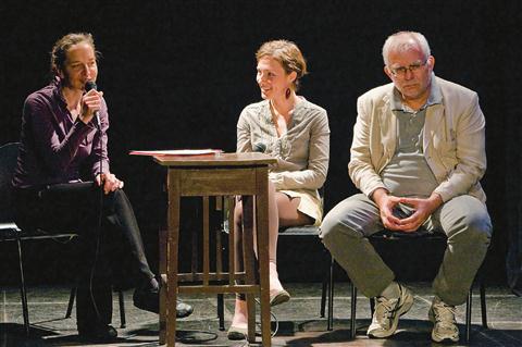 Slovenskim bralcem so knjigo predstavili (od leve) Tatjana Jamnik, Karolina Bucko Kustec in  Iztok Osojnik
