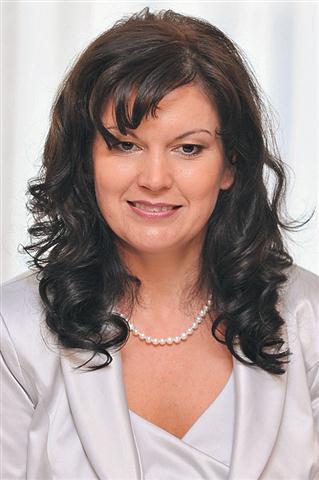 Iz predsedniške tekme je izstopila Monika Malešič in napovedala je knjigo z naslovom Predsedniška kampanja - kruta resnica umazane politike, v kateri bo opisala svoje izkušnje