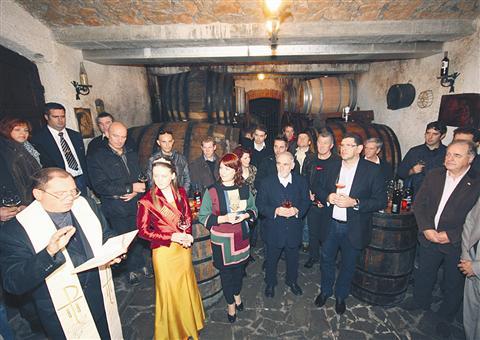 Bratovščina svetega Martina je včeraj vino krstila v kraju  Sveti Martin