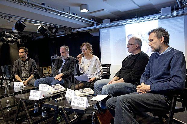 V Ljubljani so knjigo Mateja Šurca (drugi z desne) Prevarana Slovenija ob njem predstavili še Erik Valenčič, Zdenko Čepič, Draga Potočnjak in Dragan Petrovec (z leve).