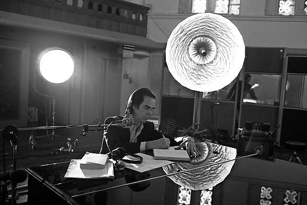 Nick Cave se je samorazgalil tako v zadnjem albumu  Skeleton Tree kot v dokumentarcu One More Time with  Feeling.