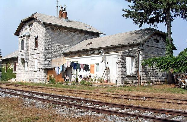 Železniška postaja pri Repentabru bo po načrtih oblasti v Trstu kmalu  morda spet v uporabi, tokrat v turistične namene.