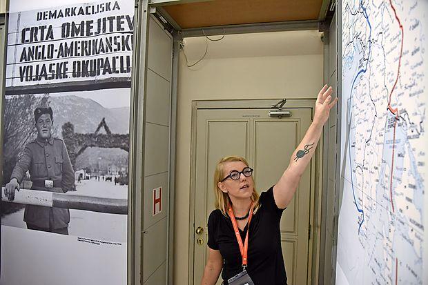 Razstavo je pripravila direktorica Muzeja novejše zgodovine  dr. Kaja Širok.