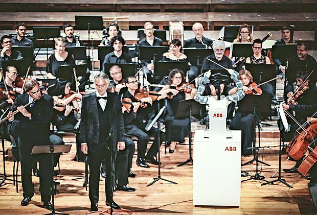 Dirigent YuMi med koncertom v Pisi