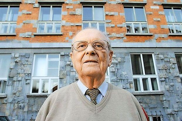 S tokratnim tretjim nadaljevanjem smo končali  z objavljanjem premisleka Janka Pleterskega o  pomenu primorske vstaje leta 1943, v katerem  pojasnjuje in argumentira pomembnost te  odločitve za vzpostavitev slovenske državnosti.  Dr. Janko Pleterski (rojen leta 1923) je eden  vodilnih slovenskih zgodovinarjev, nekdanji  dekan Filozofske fakultete in od leta 1989 član  Slovenske akademije znanosti in umetnosti.