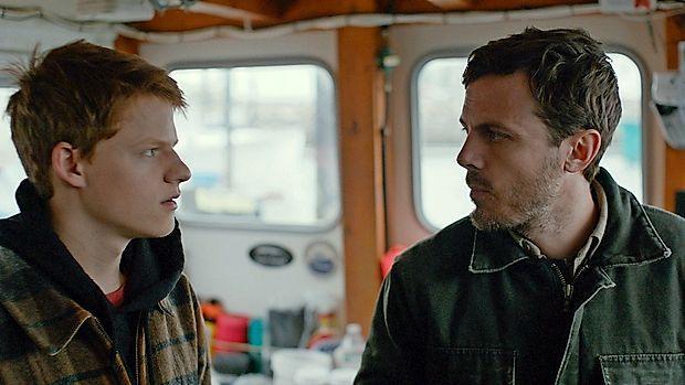 Casey Affleck (desno) je z vrhunsko vlogo v drami Manchester ob morju osvojil svojega prvega oskarja za glavno  moško vlogo.
