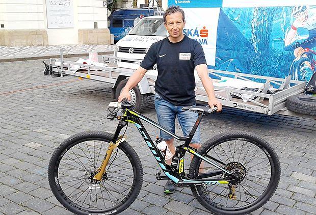 """Valter Bonča: """"Sam pri sebi moraš razčistiti, da je  treba priti do cilja, zlepa ali zgrda. Tako poskušaš  odmisliti  hud napor ter se trudiš najti kakšno  dobro stvar  pri  mučenju na kolesu."""""""