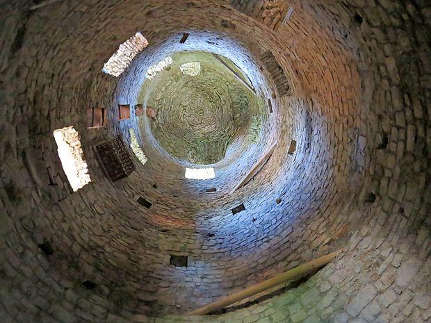 V gradu so ohranjeni številni  izvirni arhitekturni elementi.