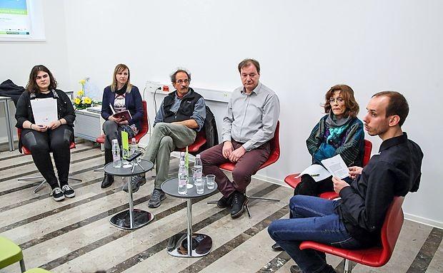 Na okrogli mizi so sodelovali (z leve): Dragana Vujić, Vesna Jug, Tonči Kuzmanić, Gorazd Drevenšek, Marija Mojca Terčelj in Jaka Zalar.
