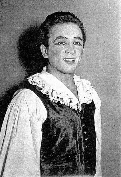 Andrej Jelačin se je leta 1956 goriškemu občinstvu kot prvi šolani  igralec predstavil v vlogi Linhartovega Matička.