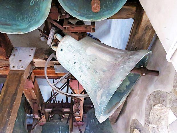 Zvon sv. Nazarija in sv. Marka sta ulila mojstra Nikolaj in  Martin iz Benetk 6. septembra 1333.