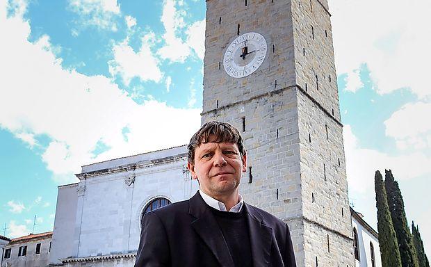 """Primož Krečič: """"6. septembra 1333 je bil ulit najstarejši zvon na zvoniku koprske stolnice in  mestnem stolpu. Ta zvon je obenem najstarejši še pojoči zvon v Sloveniji."""""""