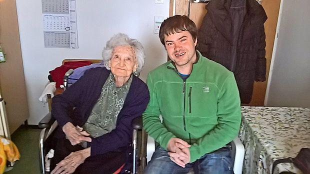 94-letna Sonja Tavčar in 37-letni Peter Grbec sta se pred  dnevi  srečala v Obalnem domu upokojencev v Kopru in  pogovor je gladko stekel v esperantu.