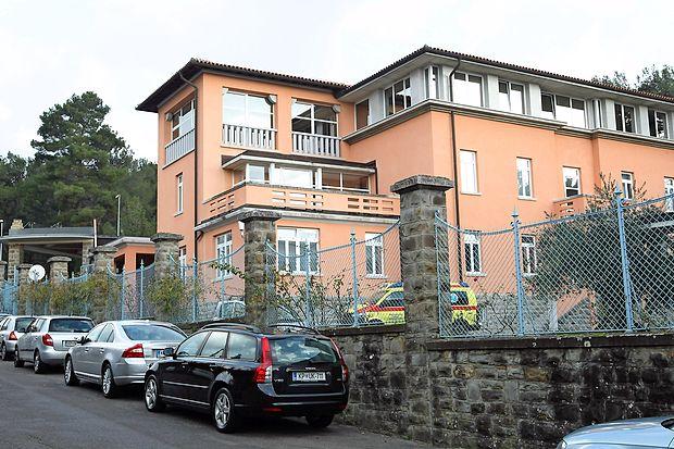 V ambulanti, ki deluje v prostorih Ortopedske bolnišnice  Valdoltra, sta zaposleni specialistka družinske medicine  Sanja Stanišič in medicinska sestra Ester Vrtovec.