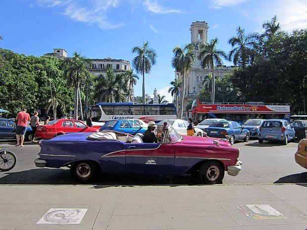 Na Kubi se ameriškim diplomatom dogajanjo nenavadne  reči.