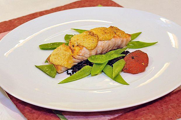 Dva do štiri grame maščobnih kislin na dan pridobimo  denimo z užitjem  85 gramov lososa ali slanika.