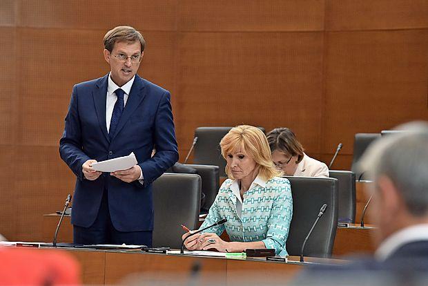 Premier Miro Cerar zagotavlja, da bo Slovenija odločbo  arbitražnega sodišča spoštovala in tako ravnanje pričakuje  tudi od Hrvaške.