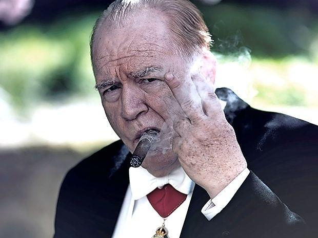 V  čevlje Winstona Churchilla  je stopil Brian Cox.