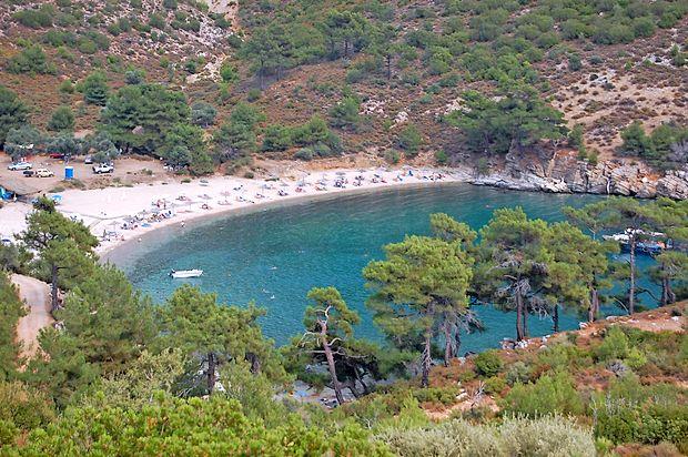 V Grčiji se je po tridnevnem vročinskem valu, ko so temperature dosegle tudi 40 stopinj Celzija, zgodil vremenski  preobrat.