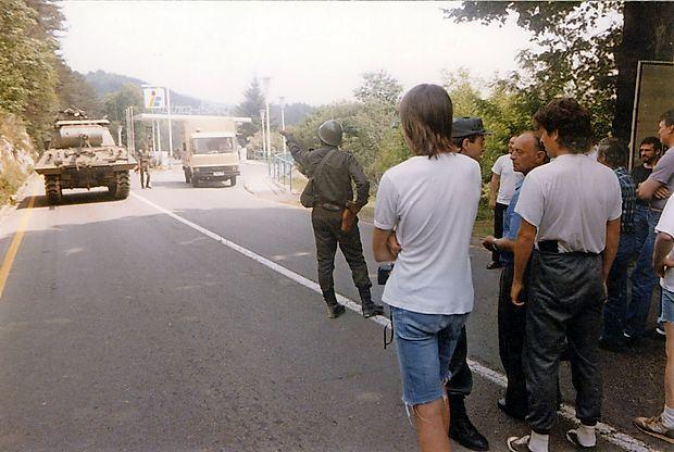Civilisti in vojska JA soočeni v Podgradu 26. junija 1991.