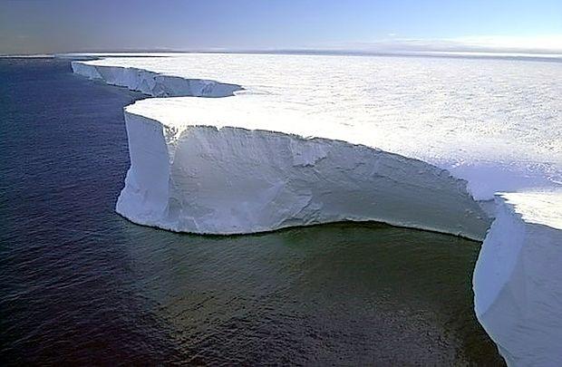 V primerjavi s predindustrijsko dobo se je temperatura na  Zemlji zvišala za eno stopinjo Celzija, Antarktika pa je ena  izmed regij, ki se najhitreje segreva.