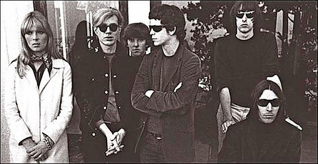 The Velvet Underground z Andyjem Warholom (drugi z leve).