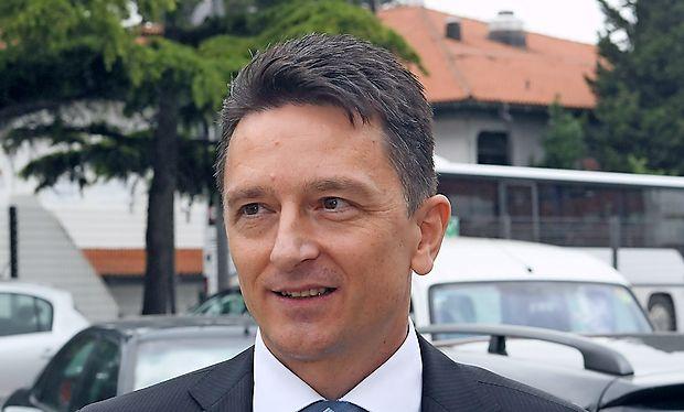 V  upravi Luke Koper, ki jo  vodi Drago Matić, niso naklonjeni  vladnim zamislim, da bi se aktivno  vključevali v predreferendumsko kampanjo o vladnem zakonu o drugem  tiru.