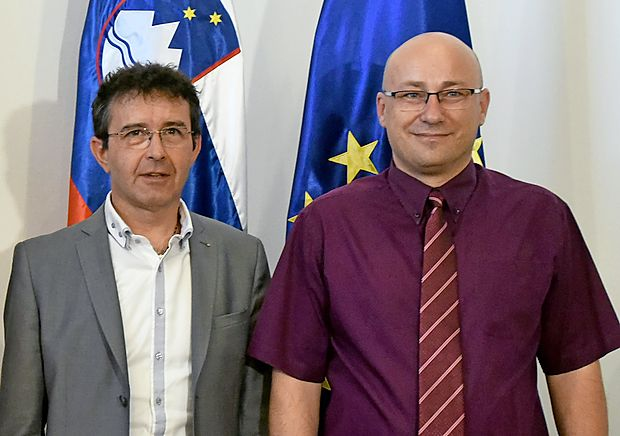 Minister Boris Koprivnikar in pravnomočno odpuščeni nekdanji predsednik sindikata policistov Zoran Petrovič (desno)