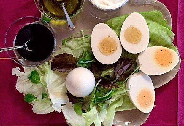 Veganska jajca so videti kot običajna trdo kuhana jajca, le da  to niso.