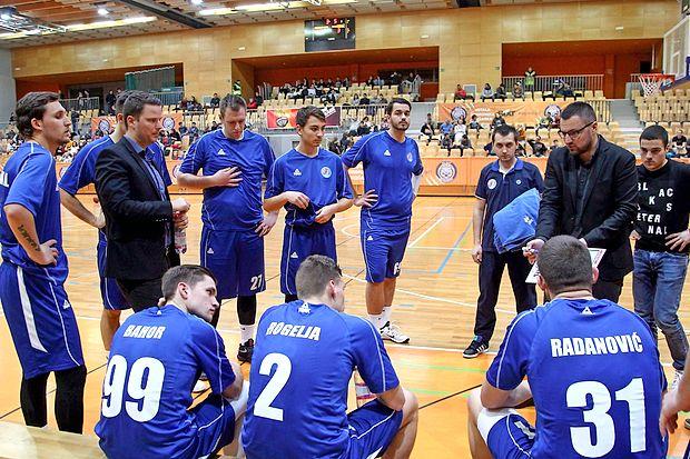 Košarkarji Sixta Primorske bodo jutri ob 19. uri v koprski  dvorani Bonifika odigrali dobrodelno prvoligaško tekmo z  ljubljansko Ilirijo.