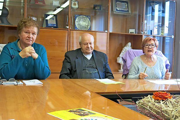 Stiska ljudi na Goriškem se kljub  dobrih gospodarskim  kazalcem ne zmanjšuje, ugotavljajo predsednik območne  Karitas Cvetko Valič, Vodja goriške Karitas Renata Vončina  (levo) in Julijana Spina, vodja odbora za pripravo  prireditve  Goriška dlan.