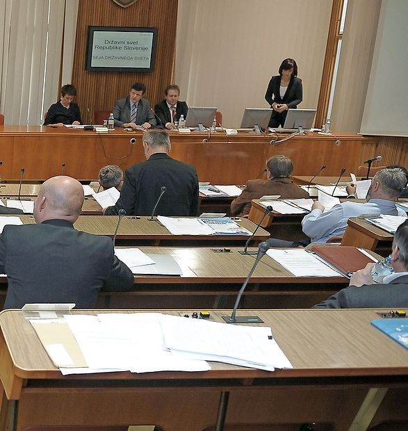 Občinski sveti primorskih občin v teh dneh izbirajo elektorje  za volitve v državni svet (DS) in kandidate za člane državnega  sveta.