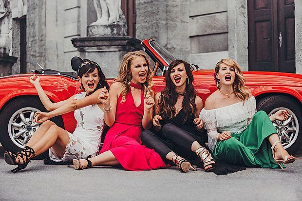Maša Uranjek, Jasmina Šmarčan, Ani Frece in Ana  Golavšek so štiriperesna deteljica, dolgoletne prijateljice,  predvsem pa izvrstne glasbenice.
