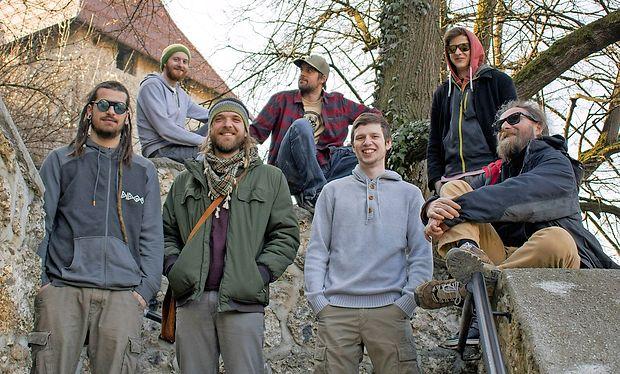 Kranjska zasedba Raggalution se je v šestih letih delovanja  že dodobra uveljavila med ljubitelji reggae glasbe - za mnoge  upravičeno velja za edini pravi slovenski bend v tej zvrsti.