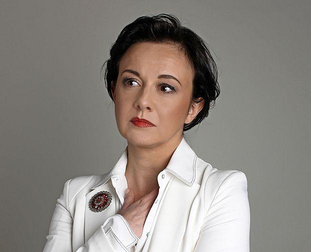 Lara Jankovič na svojem koncertu poje o miru in strpnosti,  njen nov lik pa v nadaljevanko Usodno vino prinaša zabaven  nemir.
