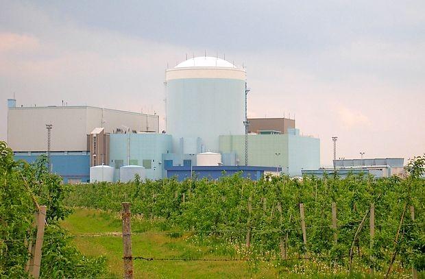 V Nuklearni elektrarni Krško (Nek) je ponoči prišlo do motnje  pri delovanju razbremenilnega ventila pare na enem od dveh  dogrevalnikov pare in izločevalnikov vlage v klasičnem delu  elektrarne.