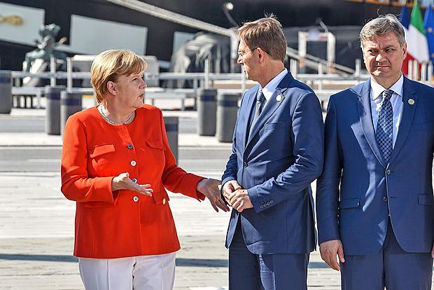 Miro Cerar v pogovoru z Angelo Merkel.