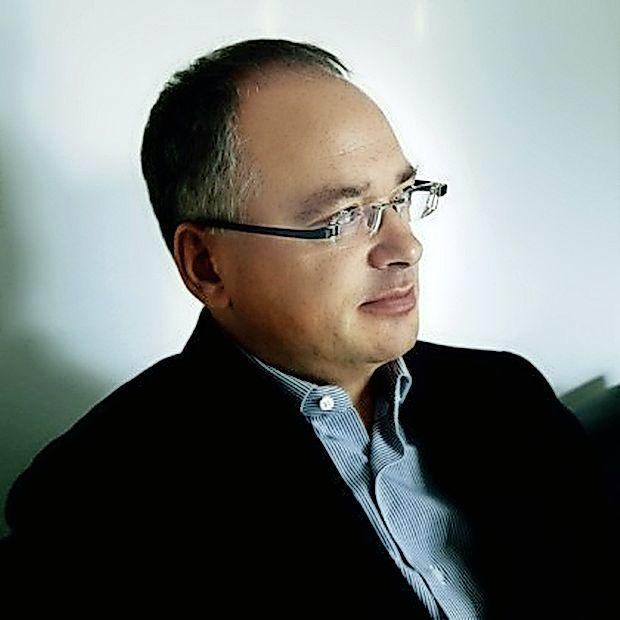 Dr. Dejan Verčič, soustanovitelj in prvi direktor STA  (1991-1993), je danes profesor in vodja Centra za marketing  in odnose z javnostmi na Fakulteti za družbene vede v  Ljubljani.