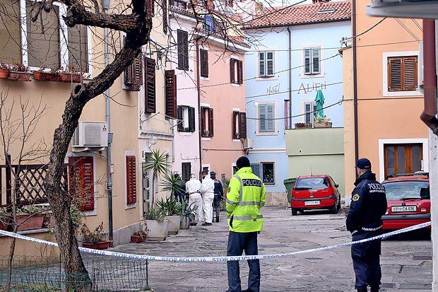 Policisti preiskujejo umor ženske, ki se je zgodil v bližini  Manziolijevega trga v Izoli.